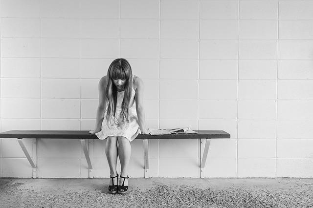 親しい人やペットを失ったとき、心理カウンセラーはどう対処するか