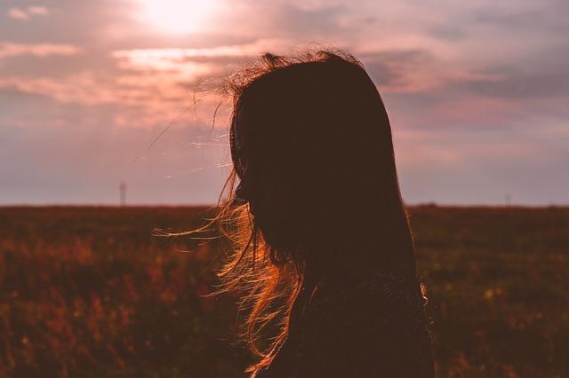 いつも自分が悪い、生きているのが申し訳ない – 自信を失うつらい状況を乗り越えるヒント